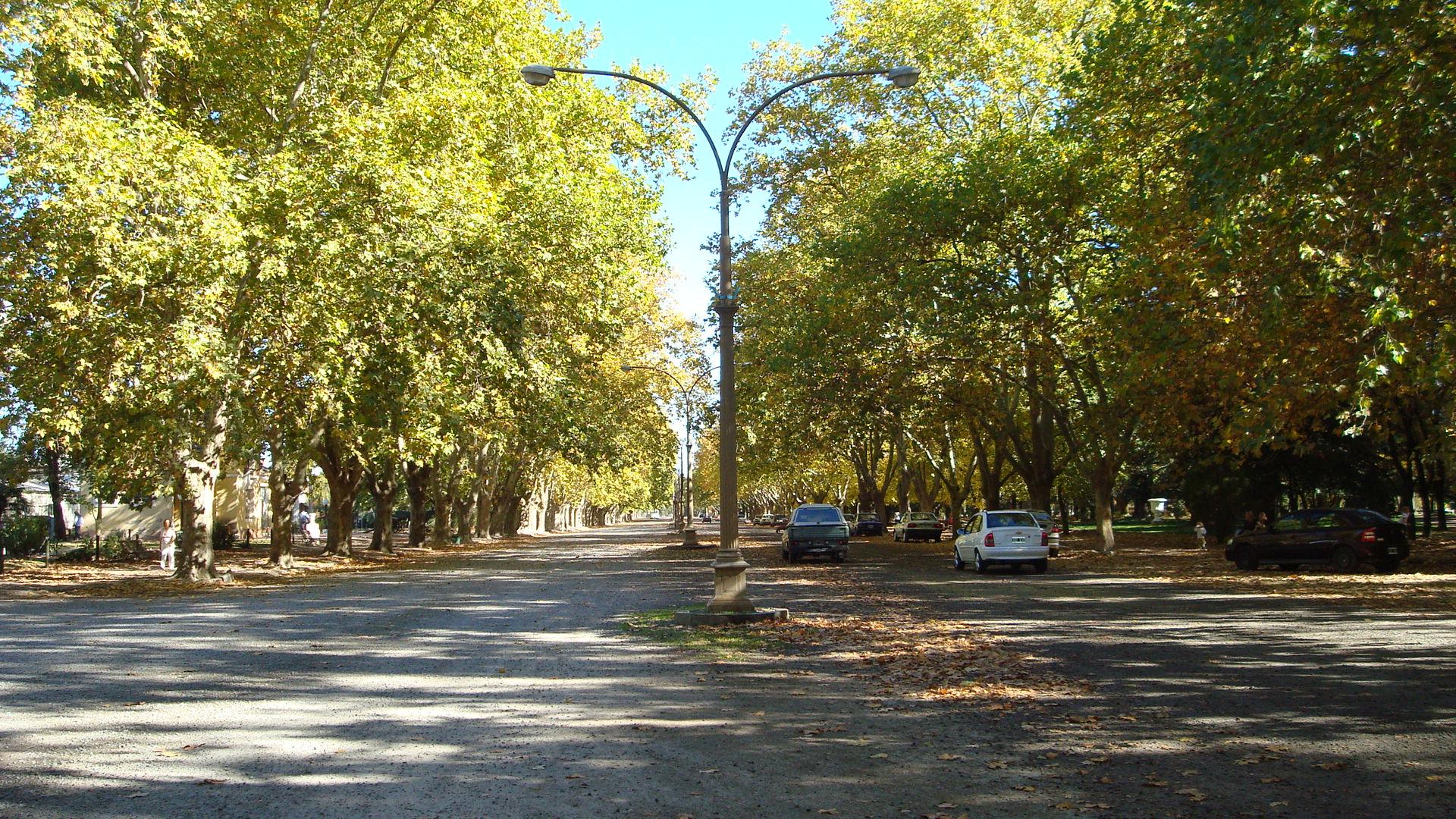 parque-domingo-f-sarmiento-av-republica-oriental-del-uruguay